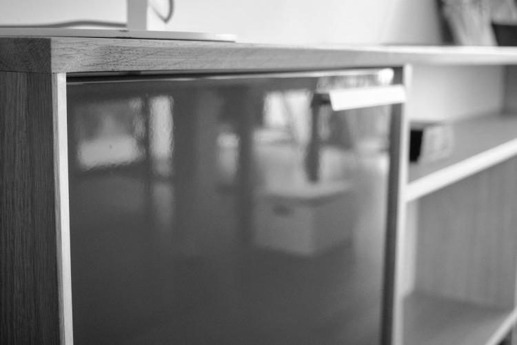 Facade de meuble de rangement laquée noir et blanc